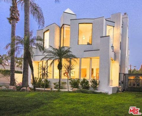 Photo of 1509 Courtney Ave, Los Angeles, CA 90046