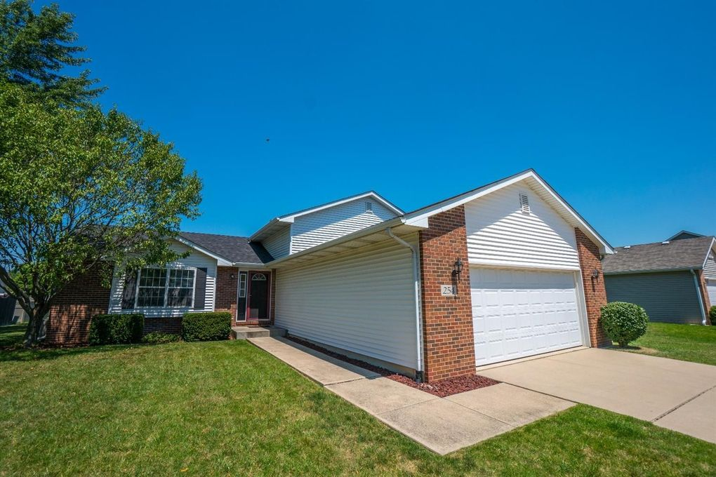 254 Hidden Lake Dr, Hobart, IN 46342