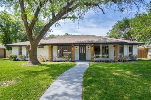 Photo of 214 Shockley Ave, Desoto, TX 75115