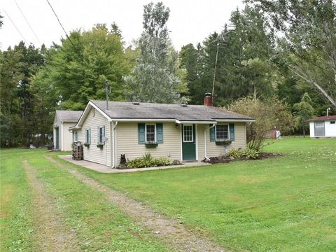 1558 Lakeview Dr, Espyville, PA 16424
