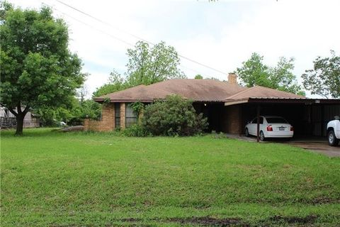 Photo of 805 W Hanna St, Wolfe City, TX 75496