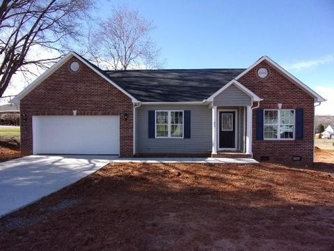 Photo of 1877 Ranchland Dr Nw, Conover, NC 28613