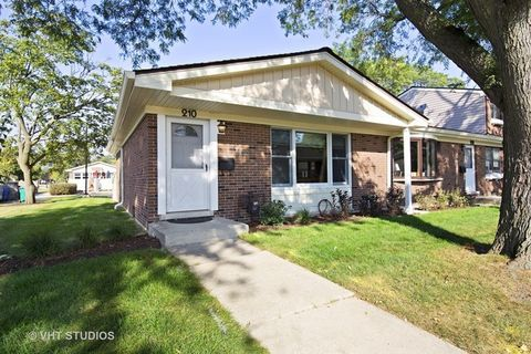 210 Jefferson Ln, Wood Dale, IL 60191