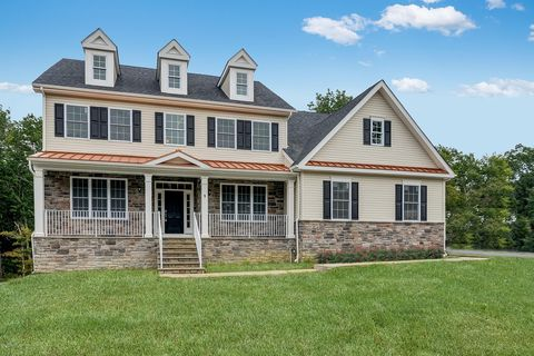 Photo of 5 Monarch Path, Morganville, NJ 07751