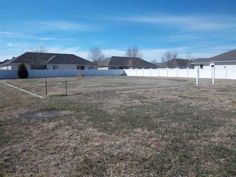 820 Clearwater Ct, North Platte, NE 69101