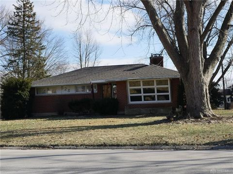 Photo of 528 Locust Hill Dr, Englewood, OH 45322