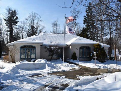 538 Shadow Oaks Dr, Meadville, PA 16335