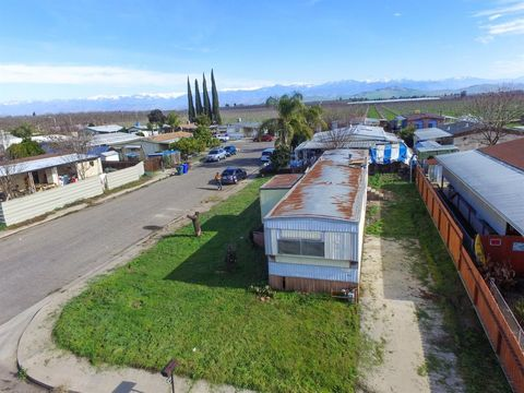 736 S Rose Ave, Farmersville, CA 93223