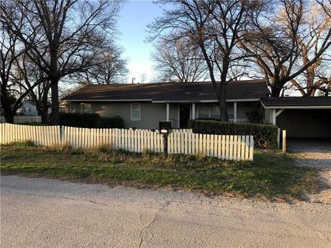 Photo of 1701 Thompson St, Bridgeport, TX 76426