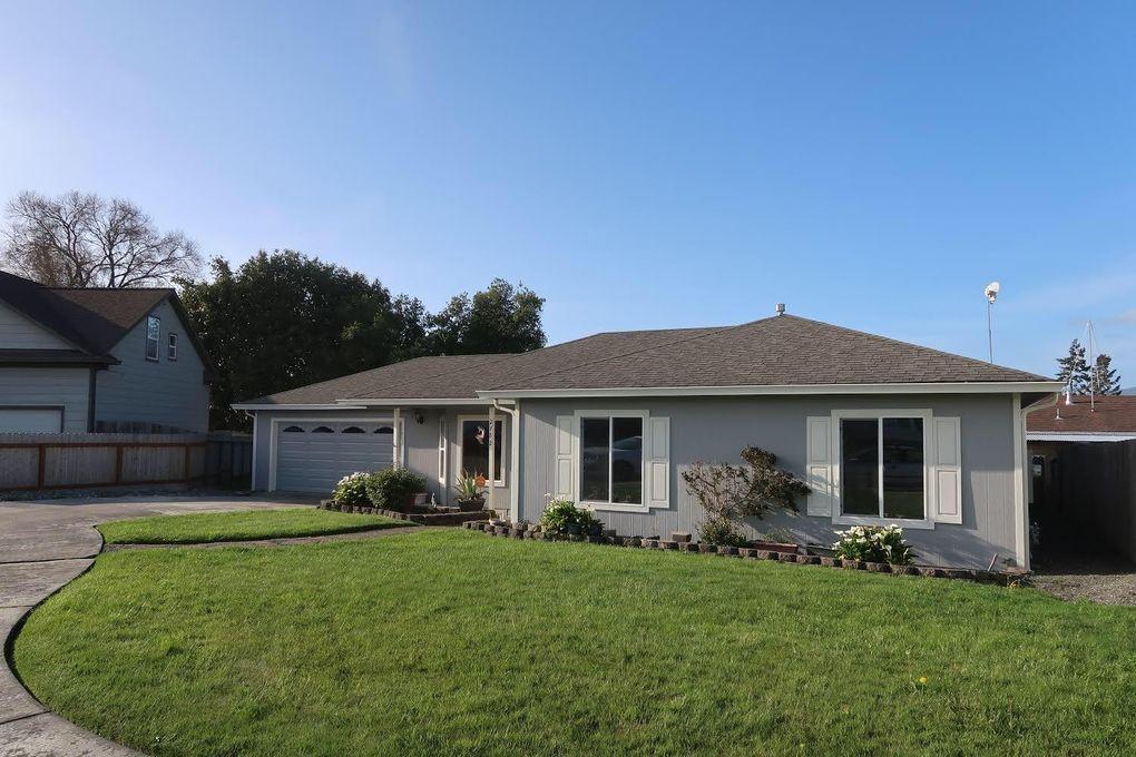 2762 Murray Ave, Fortuna, CA 95540