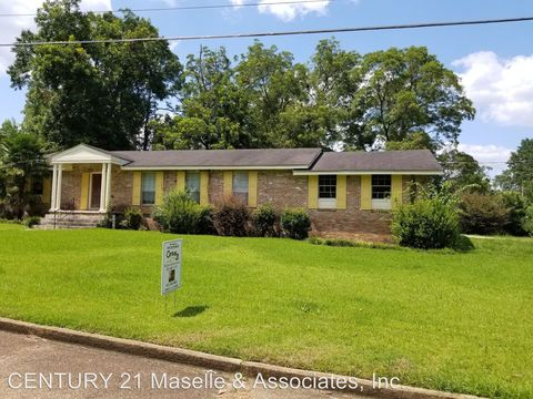 Photo of 207 Sw 5th St, Magee, MS 39111