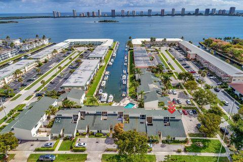 Photo of 118 Castlewood Dr Apt 129, North Palm Beach, FL 33408