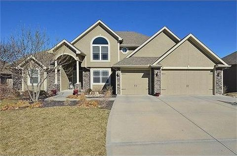 612 Indian Trail Ct, Smithville, MO 64089