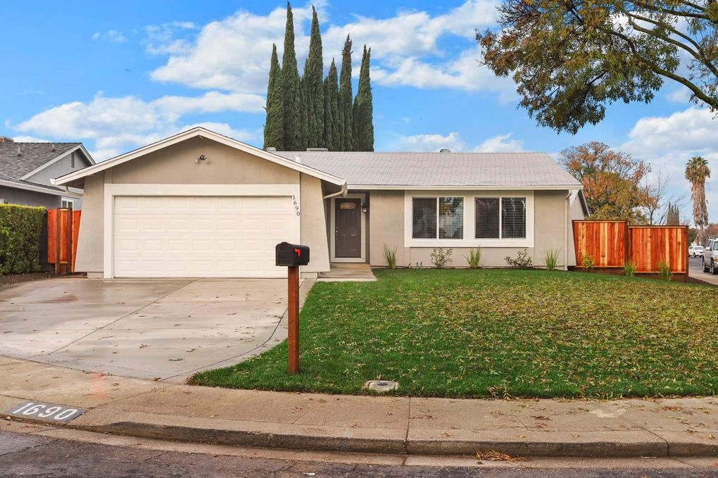 1690 Duncan Dr Tracy, CA 95376