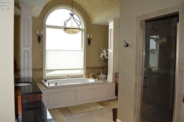 3125 Alexandrias Dr, Sandusky, OH 44870 - Bathroom