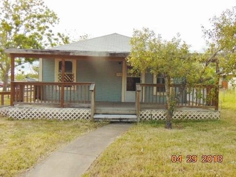 160 S 8th St, Aransas Pass, TX 78336