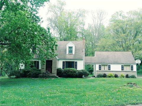Photo of 1500 Mc Collum Rd, Youngstown, OH 44509