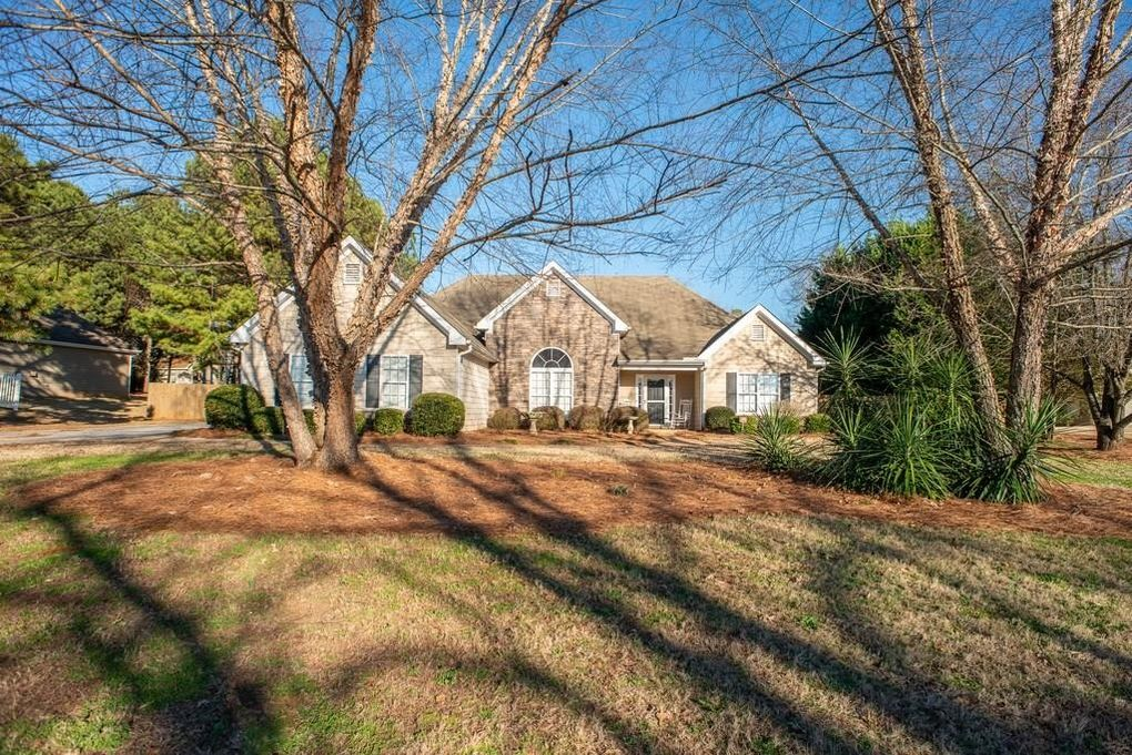 4207 Old Wood Dr Conyers, GA 30094