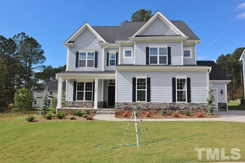 204 Logans Manor Dr, Holly Springs, NC 27540
