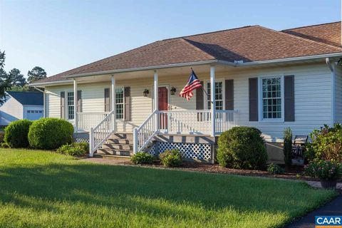 Photo of 22 Reach Ln, Deltaville, VA 23043