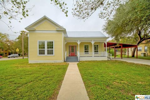 Photo of 416 S Pecan Ave, Luling, TX 78648