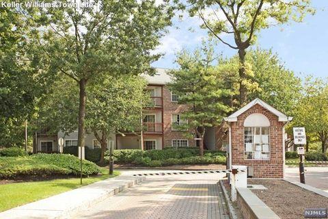 1456 Westgate Dr, Fort Lee, NJ 07024