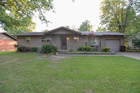 7918 Hermitage Dr, Fort Smith, AR 72908