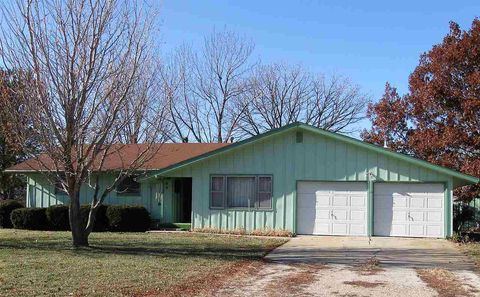 Photo of 215 N High St, Riley, KS 66531