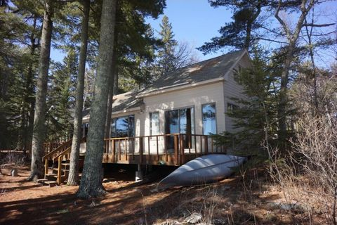 12762 State Point Rd, Kabetogama, MN 56669