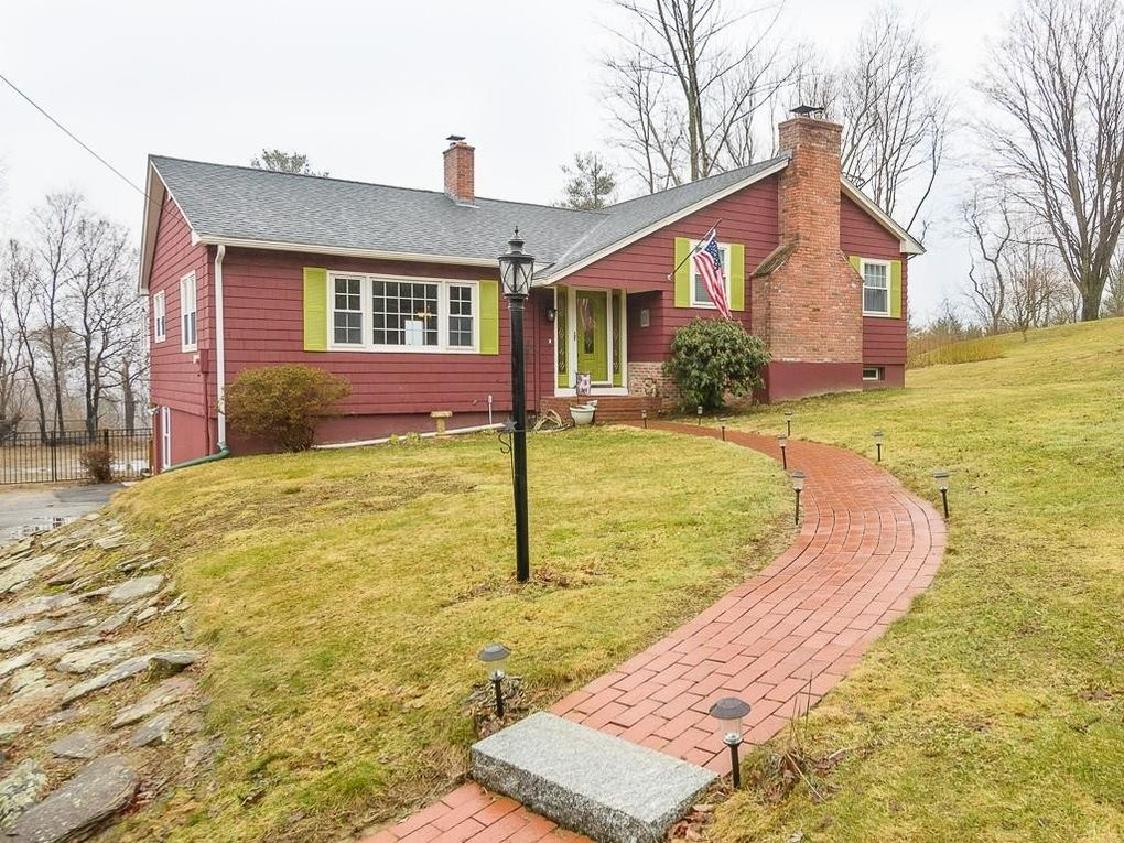 135 Stallion Hill Rd Sturbridge, MA 01518
