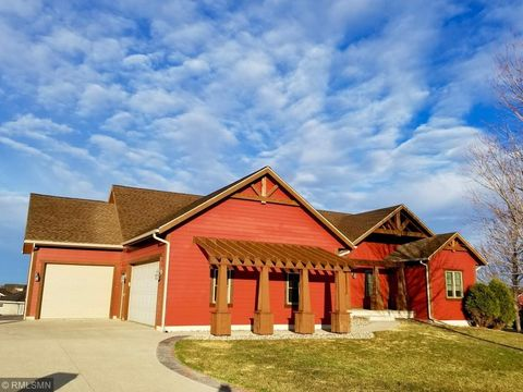 Photo of 512 Jaguar Ct, Marshall, MN 56258