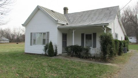 Photo of 816 E Center St, Blanchester, OH 45107