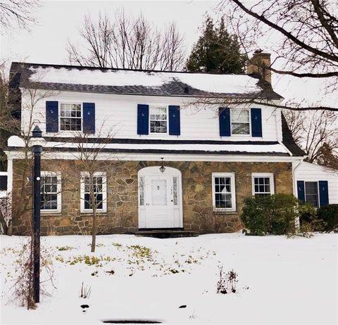 Photo of 142 Shoreham Dr, Rochester, NY 14618