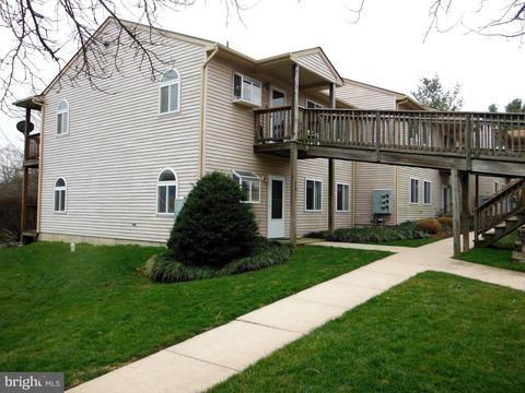Photo of 10247 Redtail Ct Unit 201 E, New Market, MD 21774