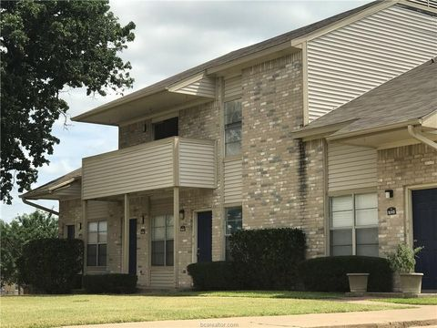 Photo Of 902 Spring Loop Apt B College Station Tx 77840 Townhome For Rent