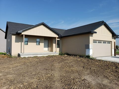Photo of 1101 Ridgetop Dr, Huxley, IA 50124