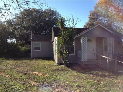 Photo of 414 Columbia Dr Hwy, West Columbia, TX 77486