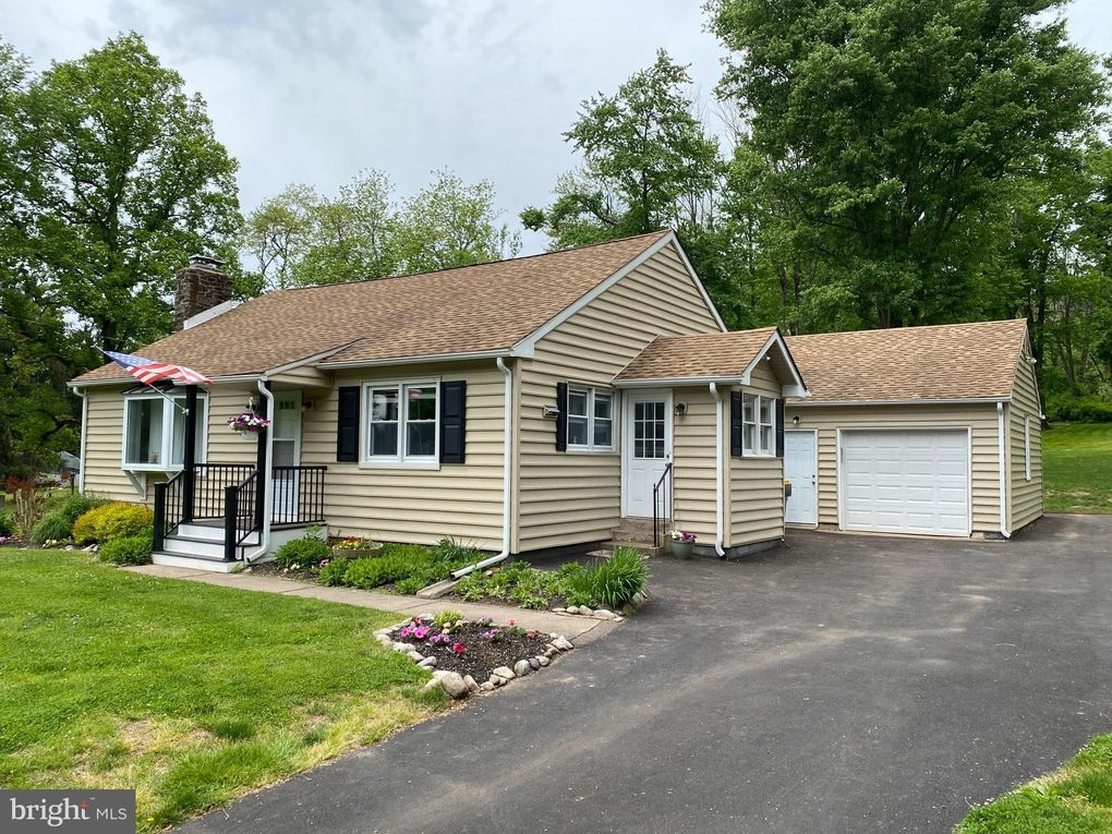 4698 Lower Mountain Rd New Hope, PA 18938