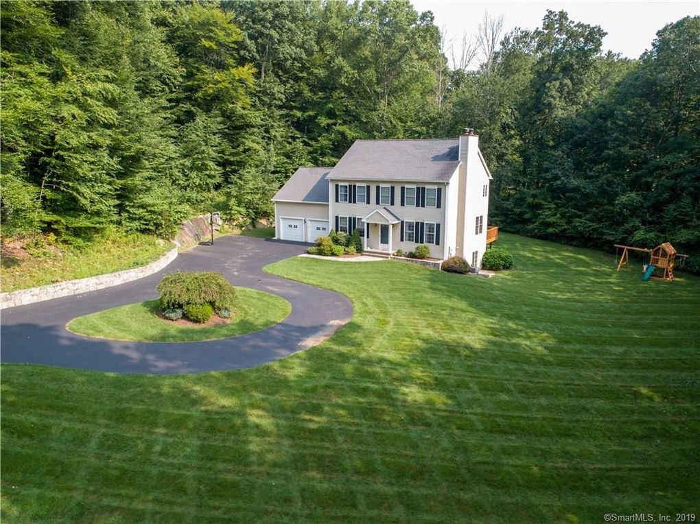 24 Chauncey Dr Oxford, CT 06478