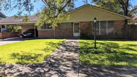Photo of 1470 Victoria St, Beaumont, TX 77701