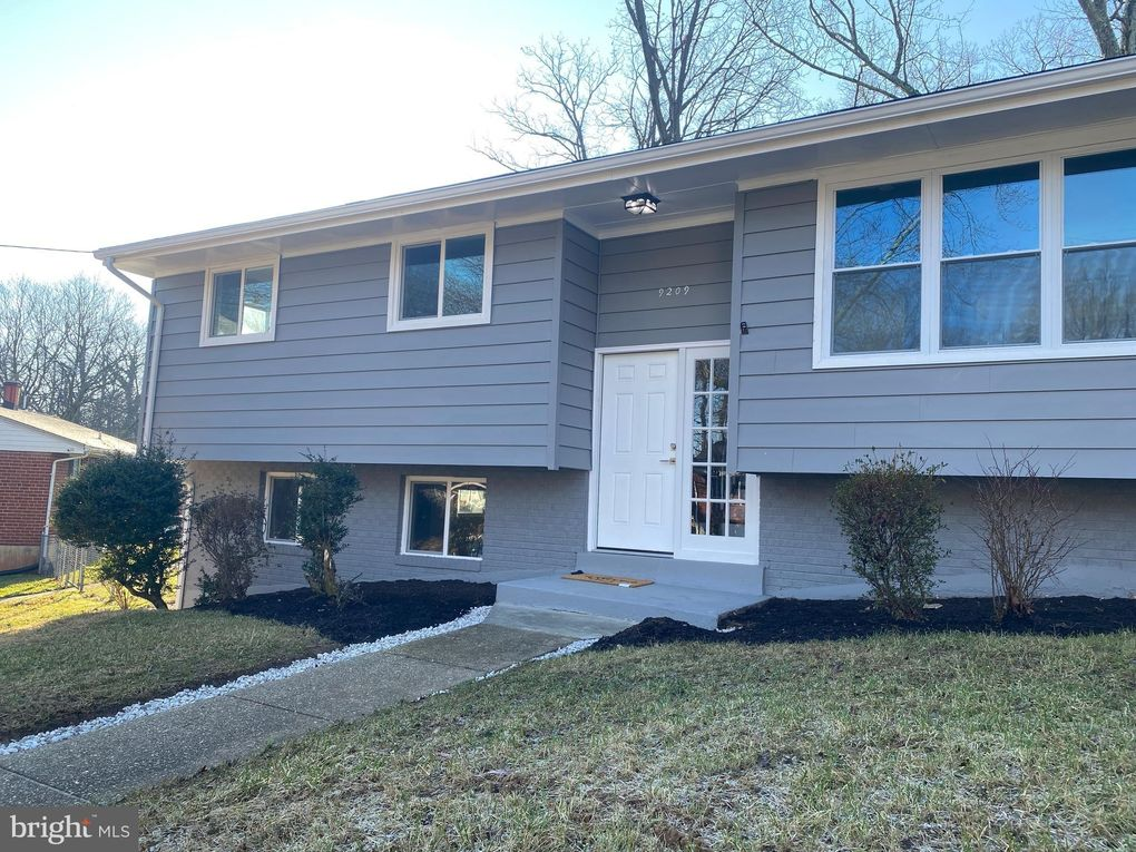 9209 Rolling View Dr Lanham, MD 20706