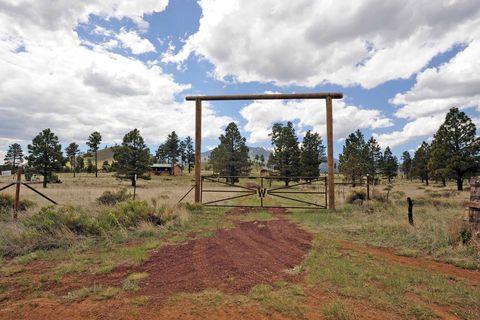 Photo of 21034 N Summit Dr, Flagstaff, AZ 86001