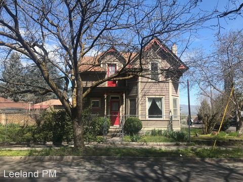 Photo of 321 E 10th St, The Dalles, OR 97058