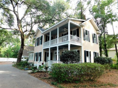 Photo of 9 Meridian Rd, Beaufort, SC 29907