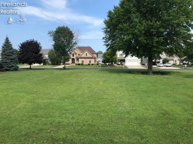 2070 S Bristol Dr Marblehead, OH 43440