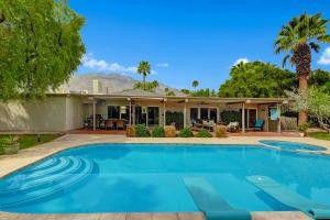 504 N Tercero Cir Palm Springs, CA 92262