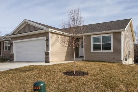 Photo of 45 Winding Way, Bloomington, IL 61705
