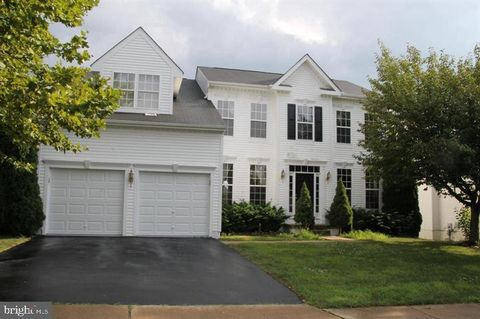 Photo of 35751 Parklawn Ct, Round Hill, VA 20141
