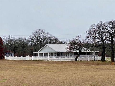 147 Fox Run Rd, Bowie, TX 76230 Mobile Home Exterior Improvements Rock Pillars on