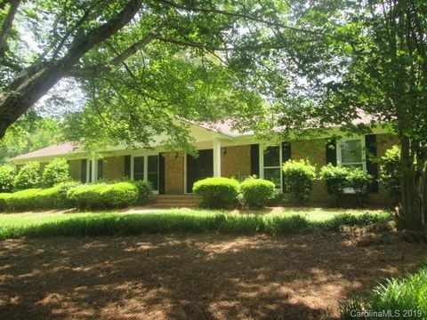 Photo of 4410 Creemore Dr, Charlotte, NC 28213
